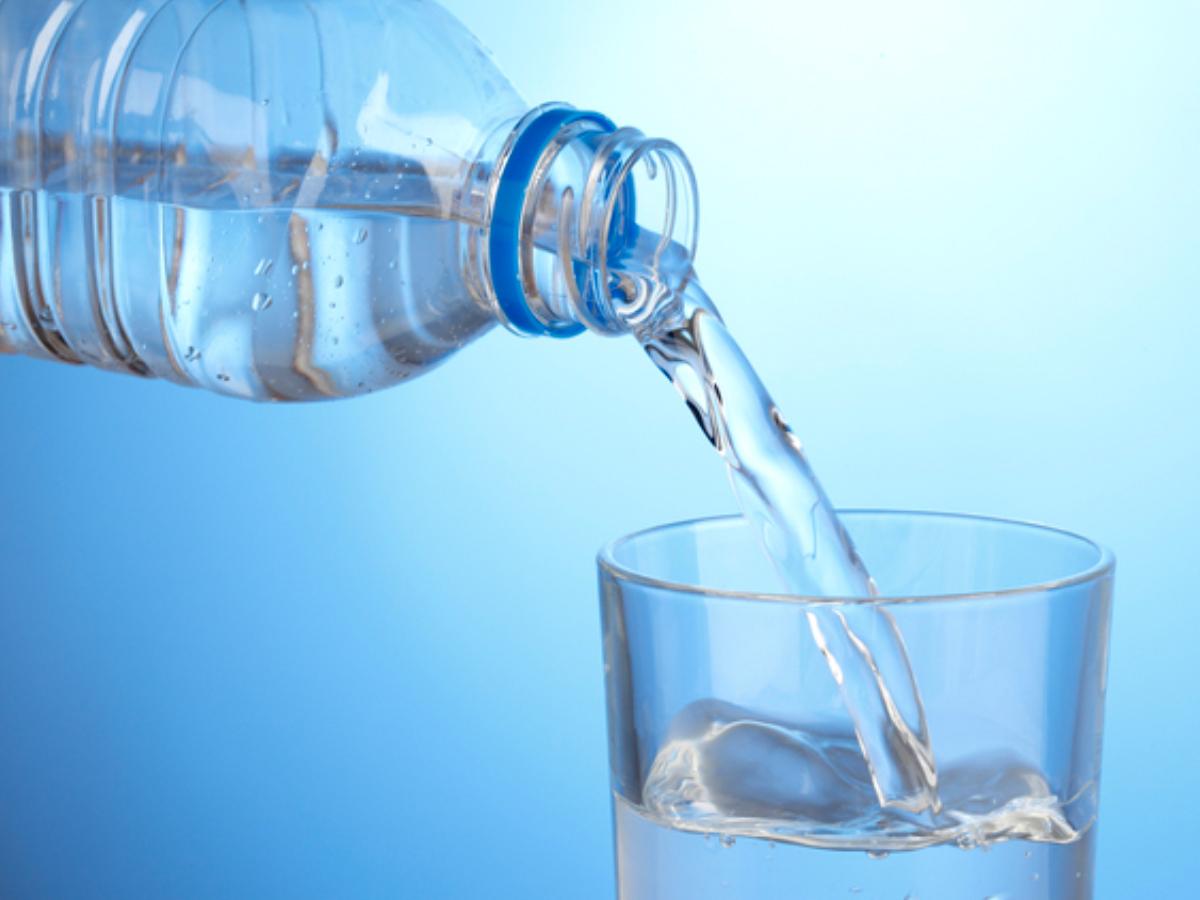お部屋に1本お水サービス